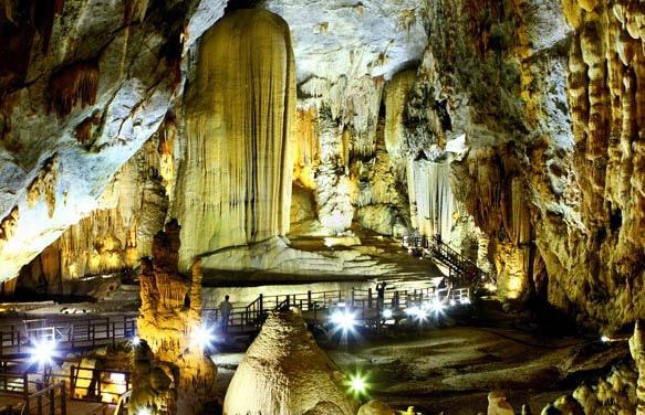 Động Thiên Đường - Suối Moọc - Hang Tám Cô 2 ngày 1 đêm, tour du lịch Quảng Bình
