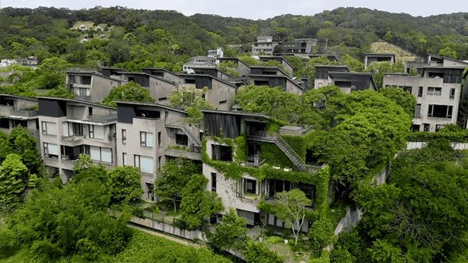 """24 gia đình """"tậu"""" mảnh đất 8.000 m2, dựng ngôi làng """"bồng lai tiên cảnh"""""""