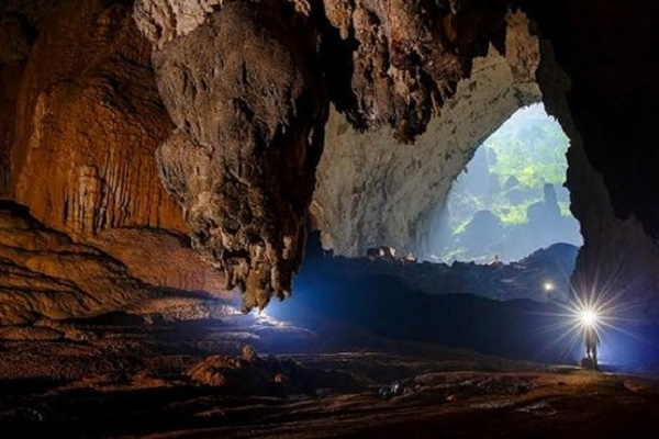 Phong Nha Ke Bang (Risky adventure)